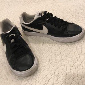 "Nike ""court tour"" Black sneakers size 8"